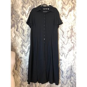 SOFT BY AVENUE BLACK COLLARED BUTTON DOWN MAXI 22
